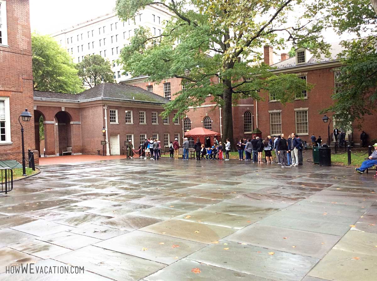 Line for tour of Independence Hall
